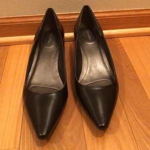 Low heel leather pumps